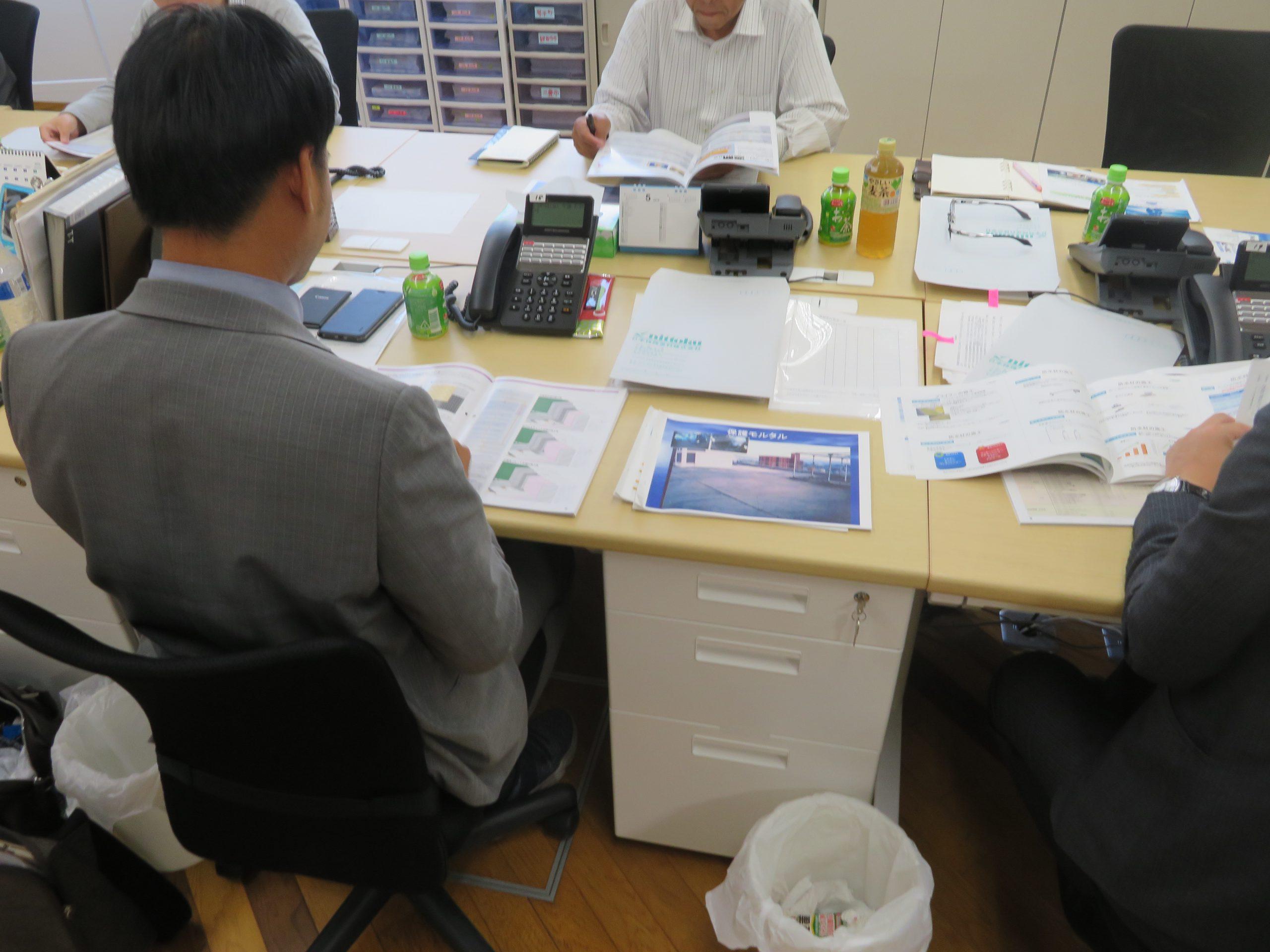 防水メーカー日本特殊塗料社より防水工事の研修を実施して頂きました。