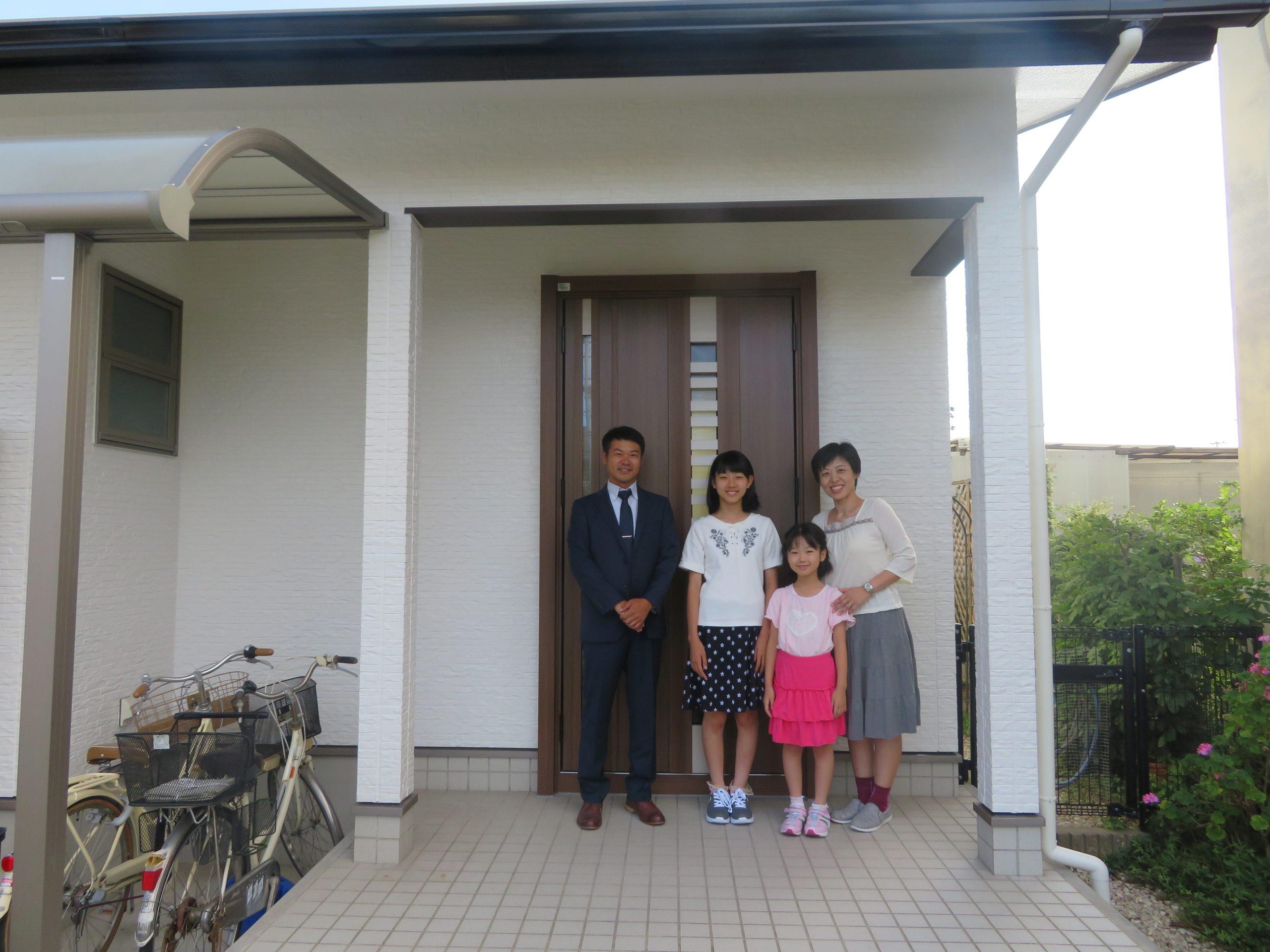 高松市T様邸にて外壁屋根の塗装、玄関ドアリフォームを行いました。
